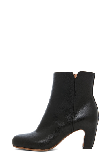 MAISON MARTIN MARGIELA | Bootie with Curved Heel in Black