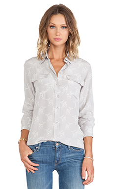 Equipment Slim Signature Leaping Fawn Blouse en Silver Sconce