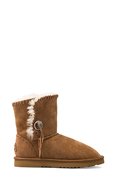 Koolaburra Trishka Short Boot with Twinface Sheepskin in Chestnut