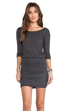 Velvet by Graham & Spencer Marisol Soft Textured Knit Dress en Noir