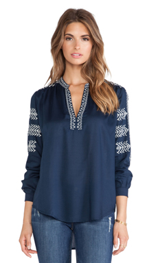 Velvet by Graham & Spencer Calli Embroidered Rayon Challis Top en Marine