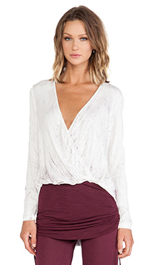 Young, Fabulous & Broke Foster Top en Wine Crackle Wash