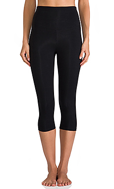 Yummie Tummie Breathe & Stretch Jocelyn Capri in Black
